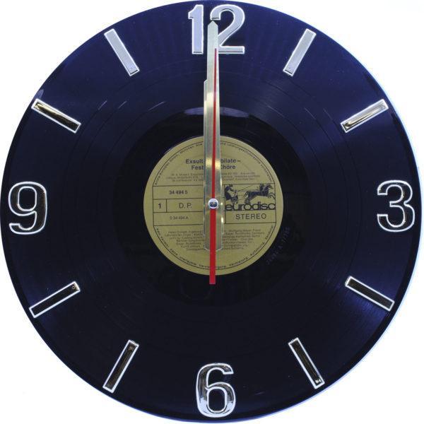 Часы на виниле чёрные с золотым пятаком