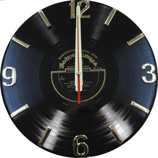 Часы на виниле с золотистым механизмом, чёрный пятак с золотом